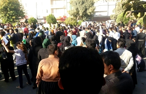 PUBLIC PROTEST IN MARIWAN PRECIPITATED SECURITY AND MILLITARY HIGH ALERT
