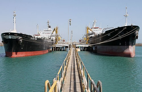 Iran, unable to sell oil, stores it on tankers
